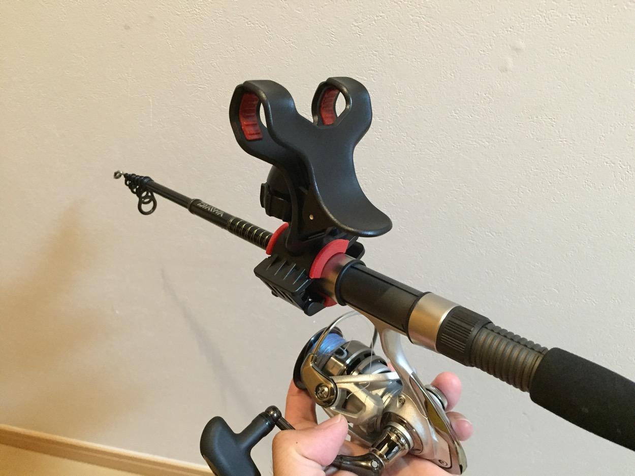釣竿にスマートフォンを装着し、動画を撮影!?